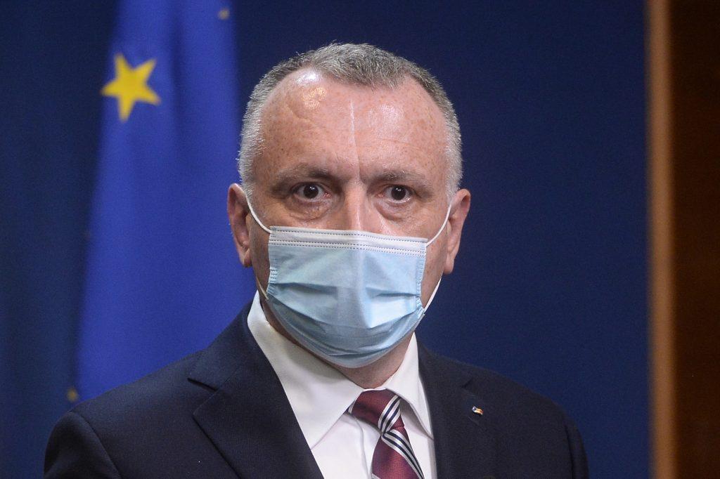 Sorin Cîmpeanu poartă mască.