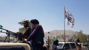 O patrulă de talibani pe străzile capitalei afgane Kabul, 16 august 2021. Foto: Hepta