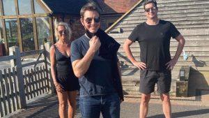 """VIDEO: Tom Cruise a aterizat cu elicopterul în grădina unei familii: """"Era în întârziere"""""""