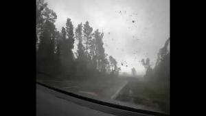 Tornadă surprinsă de un șofer din Belarus.