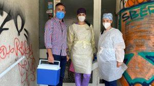 Valeriu Gheorghiță alături de asistentele cu care va vaccina pe litoralul românesc.