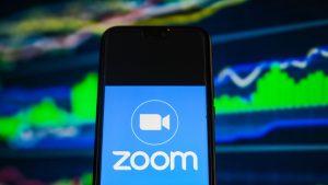 Aplicația Zoom pe telefon.