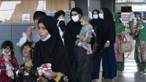 45 de cetățeni afgani, evacuați sâmbătă din Afganistan. Ei vor ajunge în România