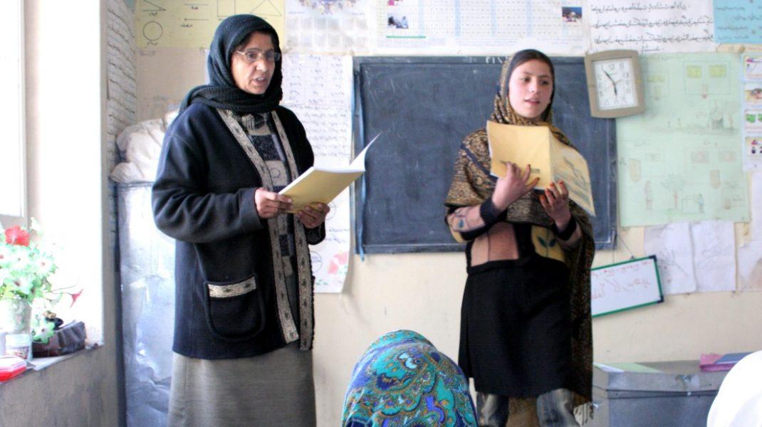 femei-afganistan-scoala