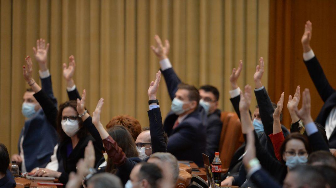 Moțiunea de cenzură a social-democraților va fi citită în plenul Parlamentului, joi după-amiază, în lipsa premierului.
