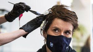 Reacţii alergice la vopseaua de păr la persoane vindecate de COVID