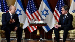 Prim-ministrul israelian Naftali Bennett și secretarul de stat american Antony Blinken.