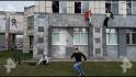 Studenți care sar de la fereastra unei universități din Rusia.