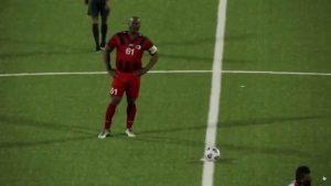 Vicepreședintele Surinamului a debutat oficial în fotbal la 60 de ani. Este urmărit de Interpol și are 50 de copii