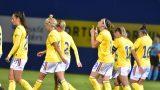 Echipa de fotbal feminin pe teren