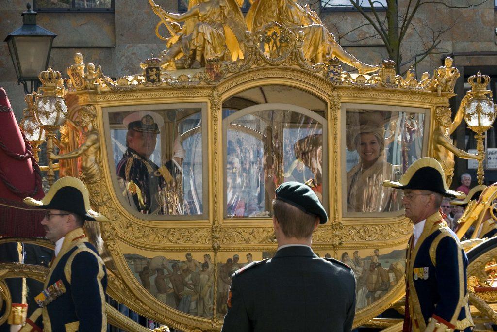 Monarhul olandez se poate căsători cu o persoană de același sex fără a fi nevoit să renunțe la tronul regal.