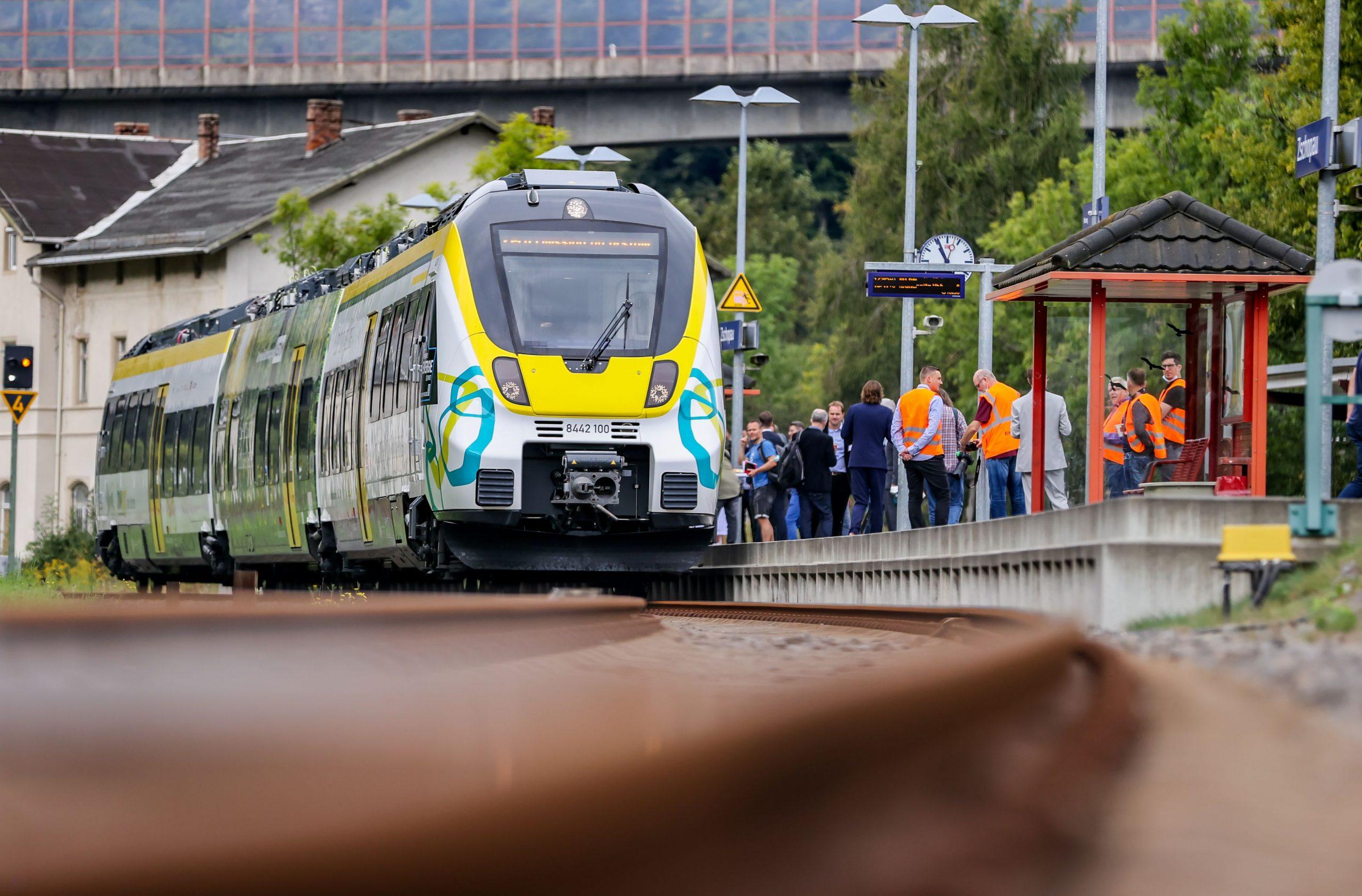 O femeie a fost violată în tren. Pasagerii nu au intervenit