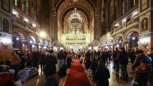 Credinciosii paricipa la slujba religioasa prilejuita de sarbatoarea Botezului Domnului (Boboteaza), la Catedrala Mitropolitana din Timisoara, miercuri, 6 ianuarie 2021. DANI AMARIEI / MEDIAFAX FOTO