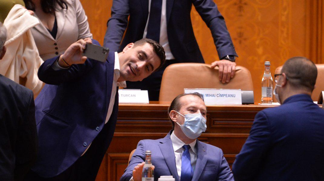 George Simion și Florin Cîțu, în Parlament, la dezbaterea moțiunii de cenzură. Foto: Alexandru Dobre/Mediafax