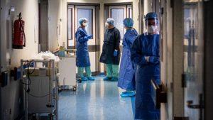 Personal medical pe holul spitalului