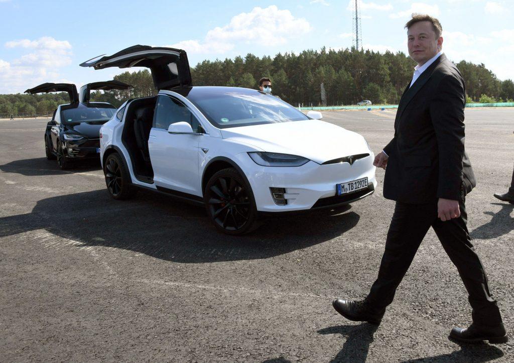 Tesla valorează peste 1.000 de miliarde de dolari, după o comandă de 100.000 de mașini. Cu cât a crescut averea lui Musk